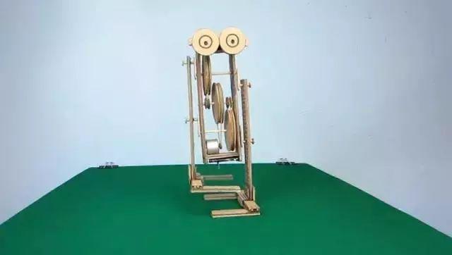 简易两足机器人DIY全过程,太帅了!